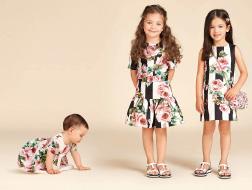 أزياء دولتشي وغابانا للفتيات لوحات فنّية تعجّ بالألوان