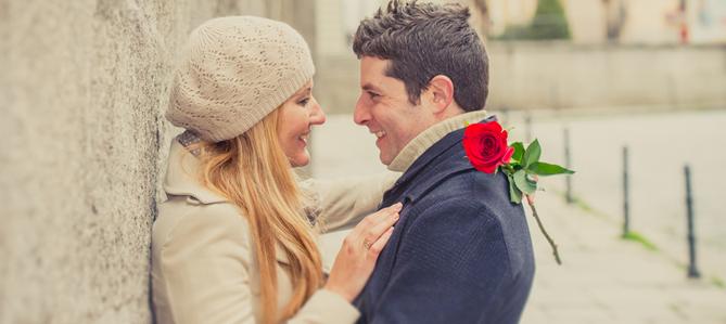 9 أمور رومانسيّة تظهر لك اهتمام الحبيب