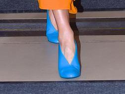 أحذية فيكتوريا بيكهام تتفوّق شياكة على ملابسها!