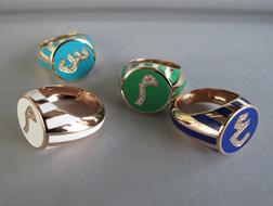 لن تجدي أجمل من هذه المجوهرات لتزيين يديكِ