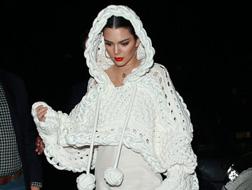 إطلالات لا تُنسى للنجمات في أسابيع الموضة العالمية