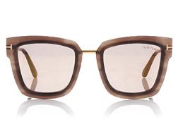 من جديد توم فورد تذهلنا بستايلات نظاراتها